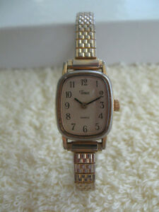 LADY'S TIMEX Battery Operated WATCH with EXPANDIBLE METAL STRAP