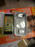 IPHONE 4S 16GB CARRIER BELL & VIRGIN .BRAND NEW