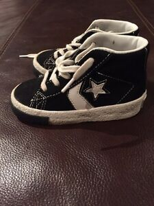 One star converse high tops with laces - size 6 Kitchener / Waterloo Kitchener Area image 2