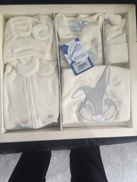 Baby clothes gift setin Birstall, LeicestershireGumtree - Unisex baby clothes for sale. In cream. Age 6 months. From disney land Paris. Includes coat, trousers, long sleeve top, long sleeve baby grow, hats and mittens. Has Winnie the Pooh characters on. RRP 39.90 euros. £20