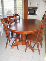 Very pretty oval dining table with 6 chairs-NEW PRICE!