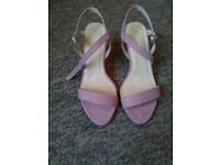 Womans heels pink size 5 small heel