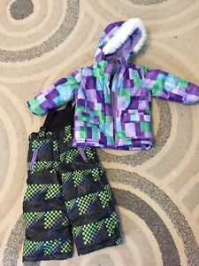 Like new condition! Brand name size 2 snow suit!