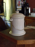 KITCHEN COUNTER COMPOSTER