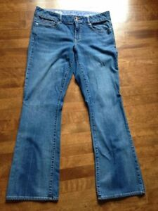 Womens GAP *Long and Lean* jeans, size 33/16, Like NEW