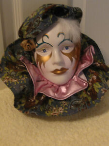 BEAUTIFUL PORCELAIN LADY MARDI GRAS MASK WALL HANGING