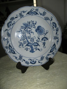 DECORATIVE OLD VINTAGE 10-INCH BLUE DANUBE [JAPAN] PLATE