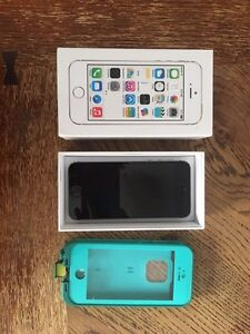 32 GB iPhone 5S - NEW BATTERY INSTALLED + LIFEPROOF CASE