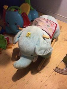 Éléphant à bascule