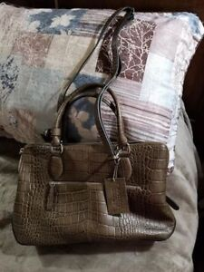 MINT CONDTION (used for 2 hours) - Danier Leather Classy Purse