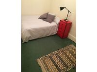 DOUBLE ROOM / IDEAL FOR COUPLES / 2 BED FLAT / HACKNEY CENTRAL STATION / MARE ST. / NO ADMIN FEES!!