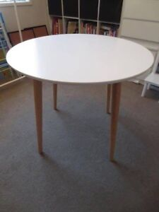 White round 4 seater dining table Melton West Melton Area Preview