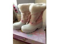 Girls Sketchers snow boots