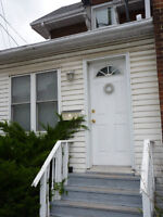 DOWNTOWN - 1 BEDROOM APARTMENT (CLOSE TO QUEEN'S) - $785