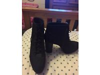 Black High Heeled Shoes Size 7