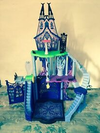 Monster High Catacombs playhouse and accessories plus dolls