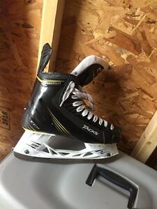 CCM tacks 3052 size 9.5D US