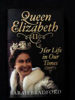 Queen Elizabeth II: Her Life in Our Times - Sarah Bradford [HB]