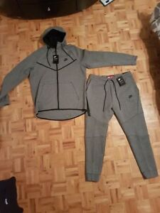Brand NEW with tags Men's NIKE Tech Fleece size XL DISCONTINUED