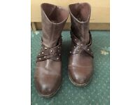 Brown slouch boots size 5