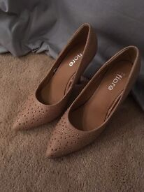 Size 5 nude shoes