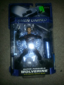 X-MEN UNITED SUPER POSEABLE WOLVERINE WITH BATTLE ACTION BASE!!!