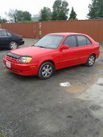 2005 Hyundai Accent  4 portes hatchback manuelle rouge 119,000k