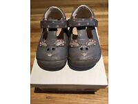 Clarks girls leather crawler shoes