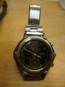 Stylish GUESS Multi-Function Men's Watch with Metal Strap West Island Greater Montréal image 2