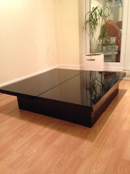 Coffee table, black high gloss