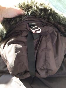 Women's ROOTS down filled parka size L-great condition London Ontario image 4