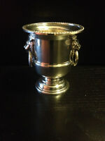 Viners of Sheffield England Silver Plated Toothpick Holder