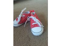 Baby converse !! Perfect condion!! Size 3