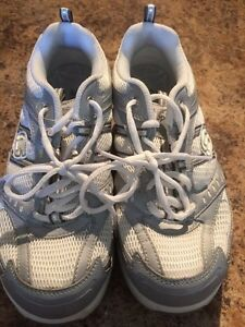 Women's brand-new running shoes size 7 West Island Greater Montréal image 1