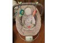 Comfort and harmony baby bouncer - hardly used so excellent condition