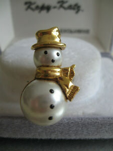 "ADORABLE LITTLE SNOWMAN BROOCH  .."".DRESSED To KILL"""