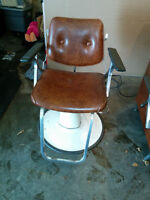 Barber/Hairdressing chair, w/all accessories included