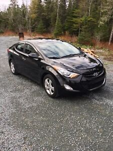 "2012  Hyundai Elantra gls   ""Winter ready"""