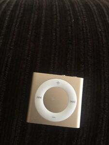 Gold iPod shuffle 3wks old no charger