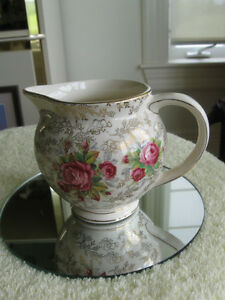 ADORABLE OLD VINTAGE POTTY-SHAPED ENGLISH-MADE CREAMER