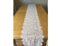 10 Scalloped Lace Wedding Table Runners
