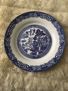 Willow patterned dish set
