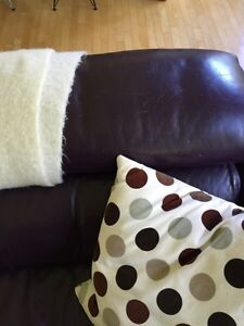 Plum coloured Italian leather couch  Gatineau Ottawa / Gatineau Area image 2