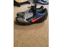 Size 9 Nike football boots T90