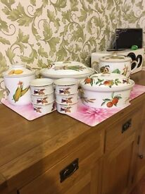 9 pieces of Royal Worcester tableware in the Evesham pattern
