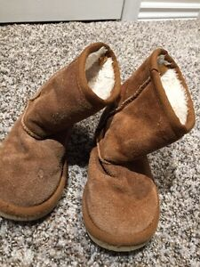 Girls size 10 Childrens Place Ugg style boots
