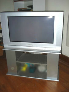 """SAMSUNG HIGH DEF 1080 TV WITH STAND 28"""" DISPLAY, SHARP PICTURE"""