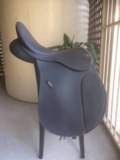 Wintec All Purpose Saddle 17.5' Black Unmounted