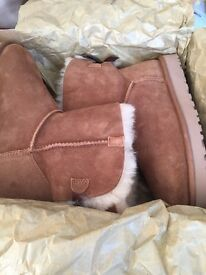 GENUINE SHORT BAILEY BOW UGG BOOTS