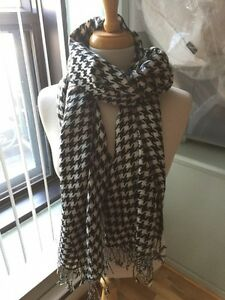 Checkered style scarf